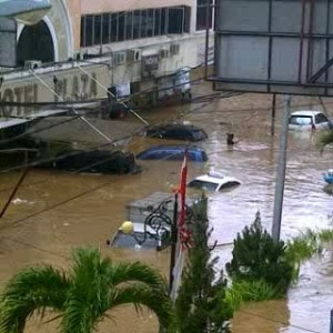 banjir di muka plaza